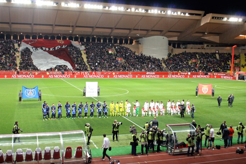 The teams lined up before the match at a packed Stade Louis II @CelinaLafuenteDeLavotha