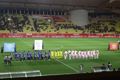The teams on the field before the start of the match @CelinaLafuenteDeLavotha