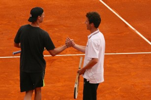 Andreas Seppi and a Special Olympics athlete shaking hands @CelinaLafuenteDeLavotha