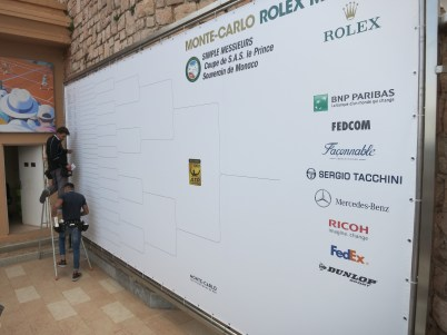 At the MC Country Club inserting the names of the players after the main draw @CelinaLafuenteDeLavotha