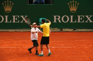 Marin Celic greeting the Special Olympics athlete after winning the exhibition tie-break @CelinaLafuenteDeLavotha
