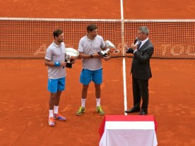 The Bryan Brothers holding the main trophies Apr.19, 2015 @CelinaLafuaenteDeLavotha