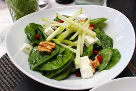 Baby spinach salad, hazelnuts and fresh goat cheese by Noami's Kitchen @CelinaLafuenteDeLavotha