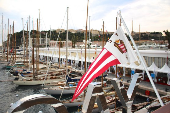 The flag of the YCM with the classic sailboats in the background @CelinaLafuenteDeLavotha