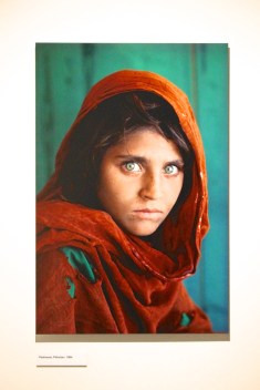 The iconic photo of the Afghan Girl by Steve McCurry @CelinaLafuenteDeLavotha
