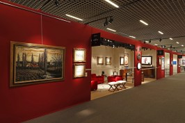 Red panelling for a royal background to the magnificent works of art @EAF Monaco 2016