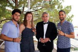 Oscar Arias with PeaceJam mentors Davit Abovian, Heidi Eggleton @CelinaLafuentedeLavotha