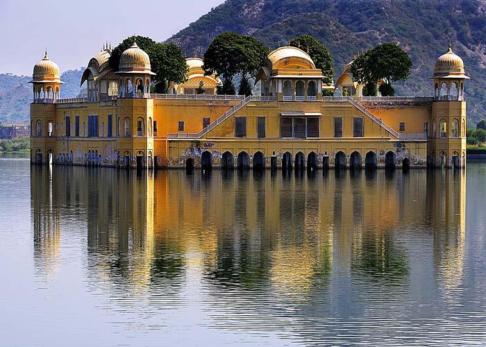 lake palace rajashtan.jpg