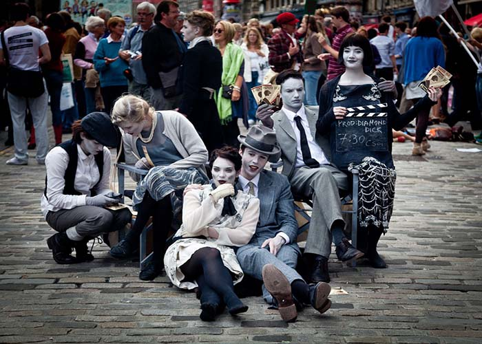 Street performers for Edinburgh Fringe