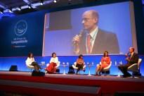 Mona Dorf media debate no Fórum da Longevidade Bradesco 2013