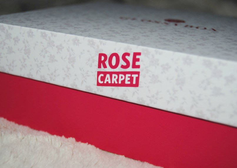 Logo rose carpet