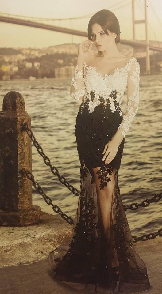 robe libanaise noire et blanche à fleurs