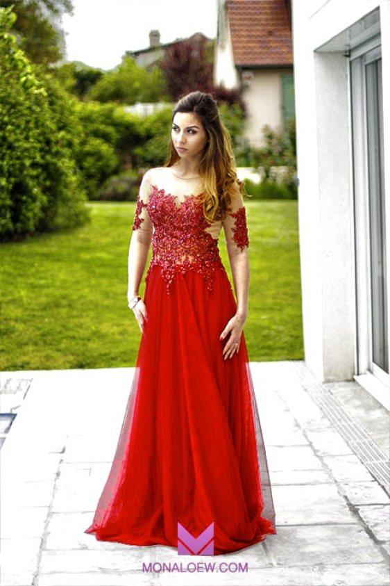 Robe libanaise à bustier rouge avec perles. Robe longue pour mariage ou soirée.