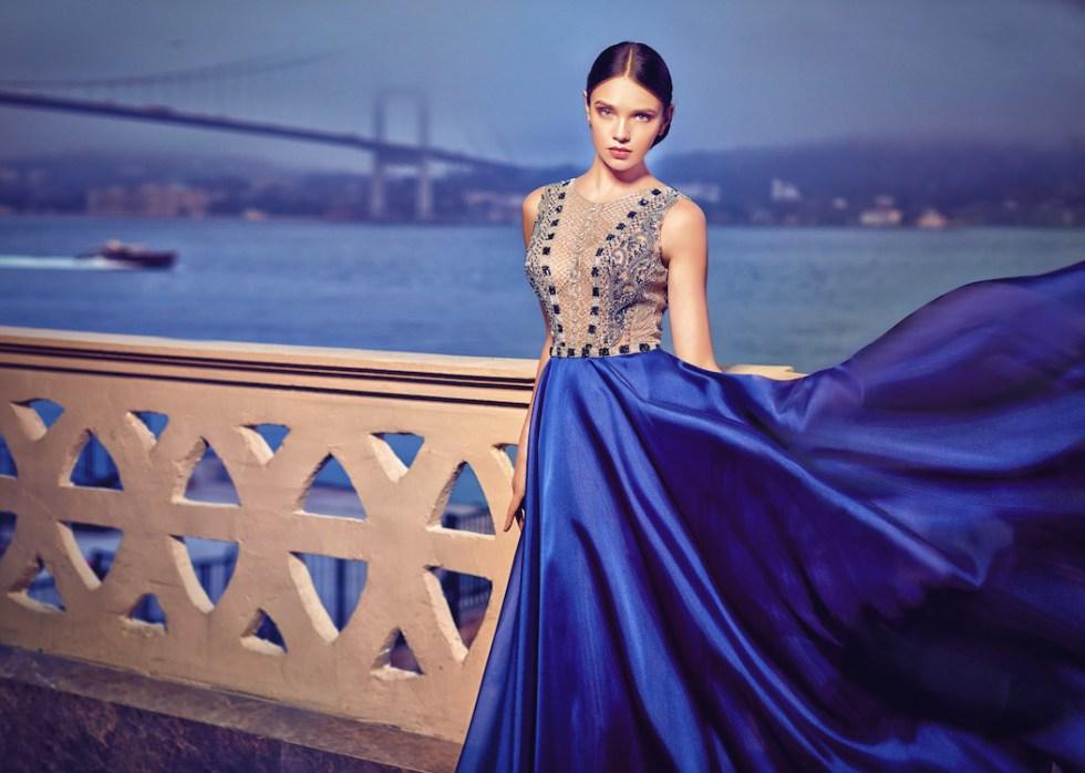 Robe de soirée haute-couture sexy élégante et raffinée.. Bonne qualité. Tissu en soie