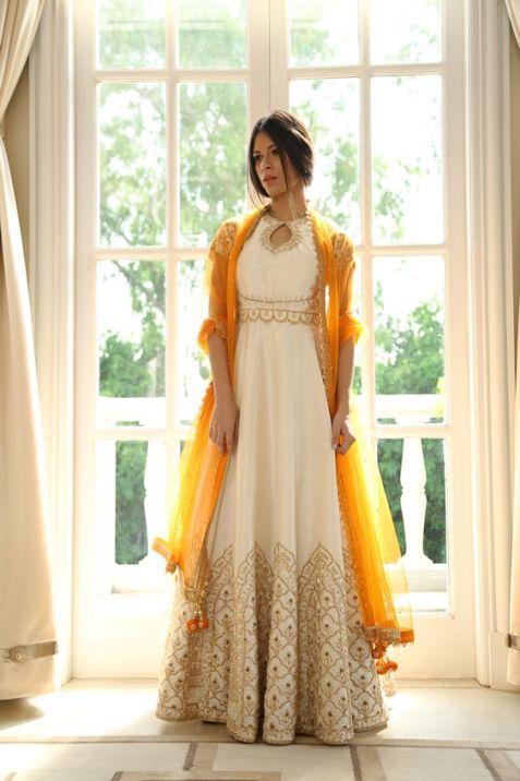 robe style caftan marocain blanche et orange mariage oriental