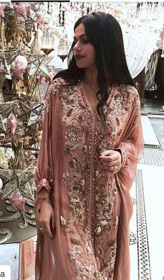 Robe caftan rose clair. La plus belle robe marocaine à louer pas cher.