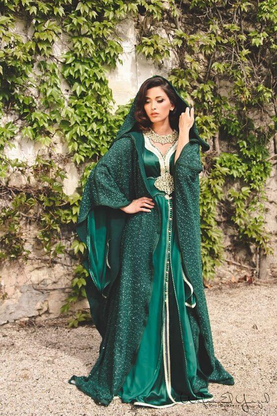 Magnifique robe de soirée Dubai et libanaise. Robe de soirée, gala, mariage pas cher de qualité sur Paris, lille, marseille, lyon. Robe longue couleur verte. Robe Dubai Abbaya, caftan. Robe capuche, manche longue. Robe musulmane.