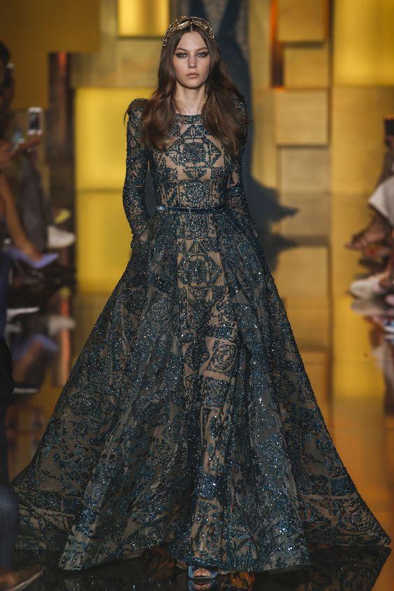 Belle robe orientale marocaine verte en dentelle. Belles robes orientales à louer sur Paris. Robes pour mariage pas cher sur Paris.