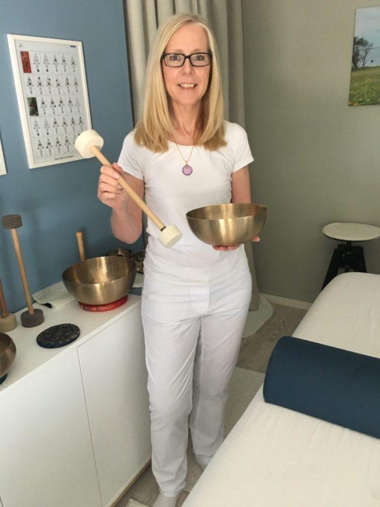 Erbjuder Klangbad Klangmassage ljudbad och stresshantering