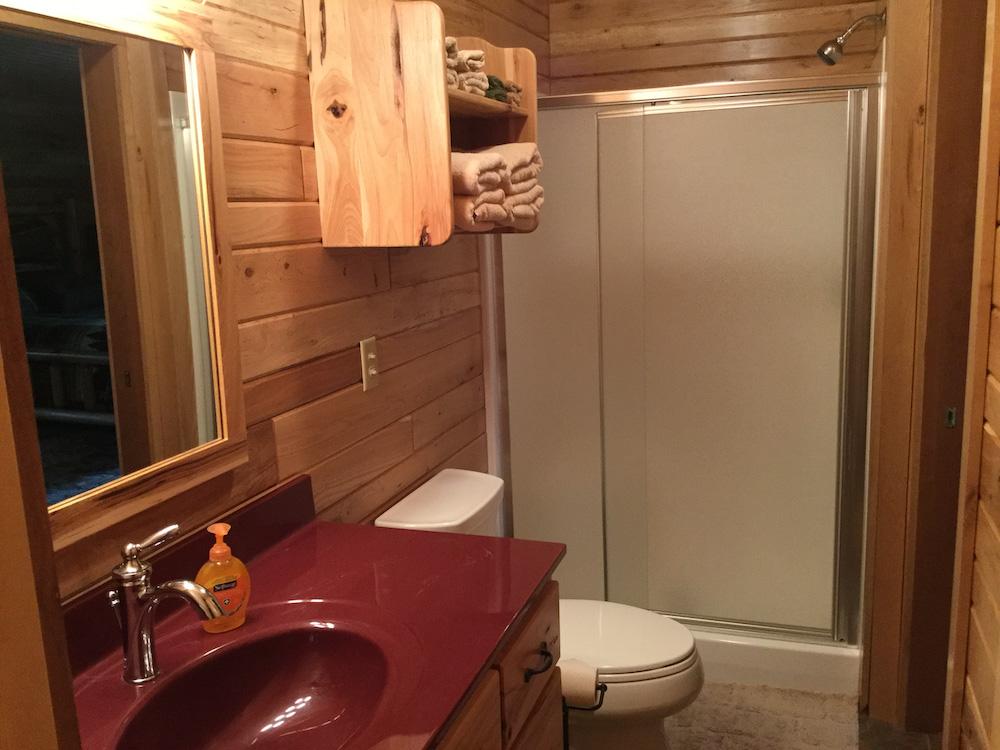 modern full bathroom