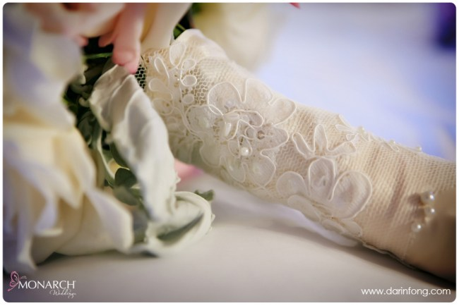 Lace-handle-bridal-bouquet-la-valencia-hotel-wedding
