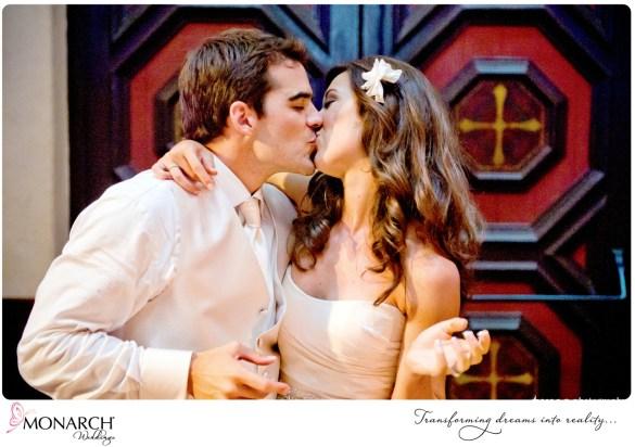 Prado-Wedding-Tropical-Theme-Cake-Cutting