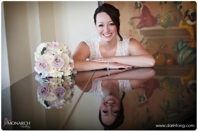 Bride-with-pink-white-rose-bridal-bouquet-la-valencia-hotel