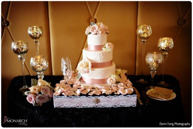 Blush-black-white-wedding-at-La-Valencia-Cake-table-black-rosette-linen