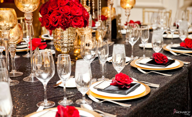 Black-sequin-red-rose-place-setting-gold-charger-plates-Gatsby-Us-Grant-Hotel-wedding