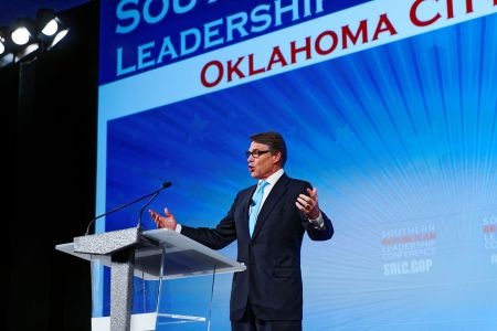 Governor_of_Texas_Rick_Perry_at_Southern_Republican_Leadership_Conference,_Oklahoma_City,_OK_May_2015_by_Michael_Vadon_03