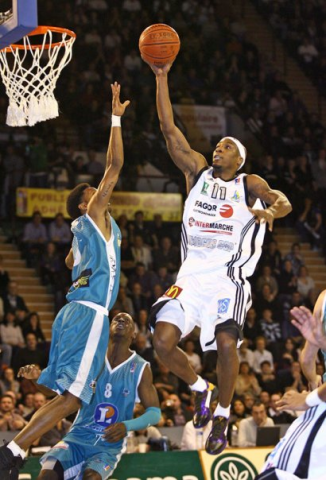 Alhaji Mohammed, redoutable attaquant (Source : Limogescsp.com - Photo Olivier Sarre).