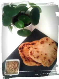 photo du pain lavash et du caviar d'aubergine pays Iran monblabladefille.com