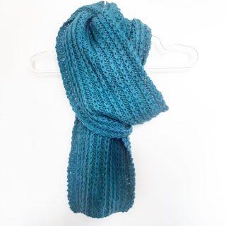 Photo faire une écharpe au point de côte à maille glissée laine puna drops monblabladefille.com