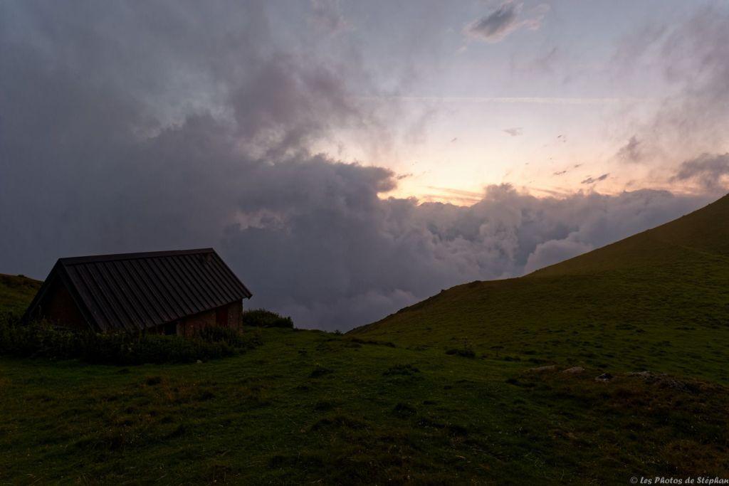 Coucher de soleil sur la cabane du Clot du Lac