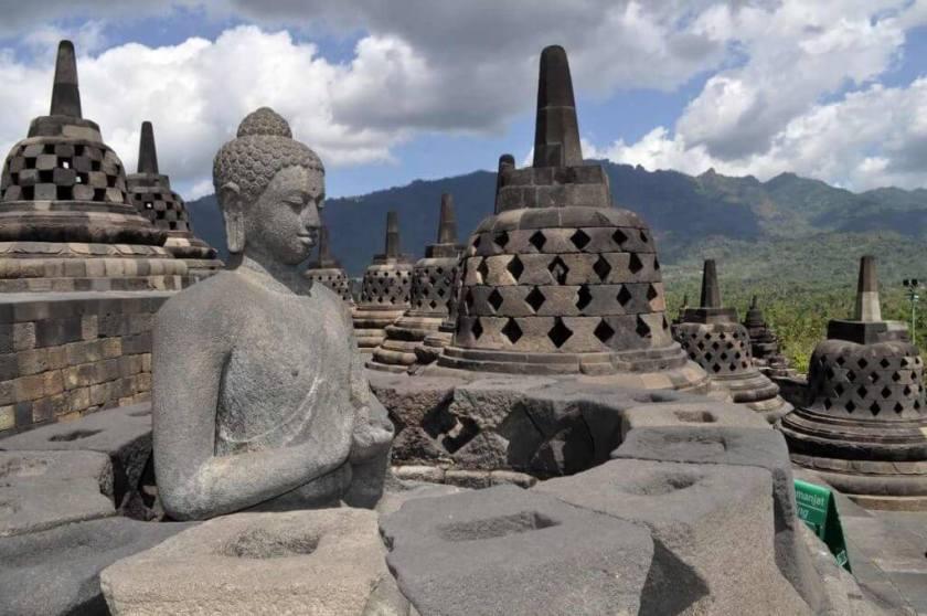 Pour illustre l'article micro-contes bouddhistes : Temple bouddhiste Borobudur. Yogyakarta. Java, Indonesie