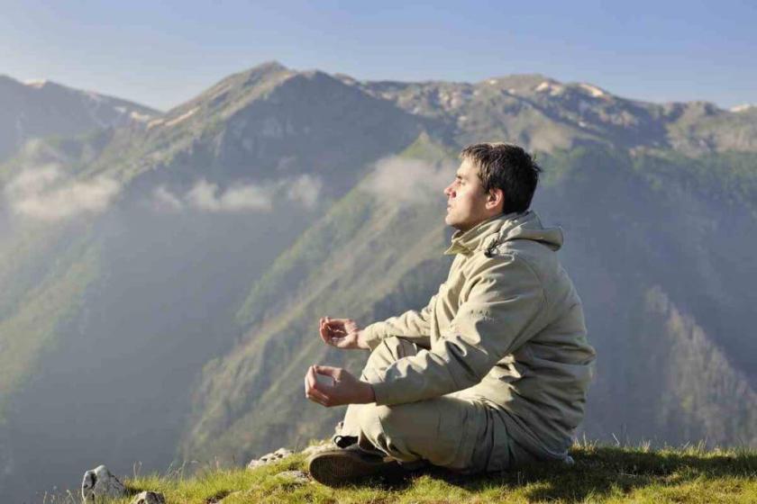 Les principes du karma, selon le bouddhisme nous sommes responsables de nos actions qui sont  toujours suivies de résultats en résonance avec le type d'action