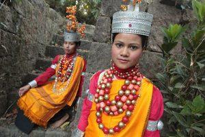 Deux femmes indiennes Khasis en habit traditionnel