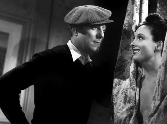 Le jour se lève de Marcel Carné (1939). Ce film appartient au réalisme poétique. Une caractéristique originale du film est sa structure, un long retour en arrière (flash-back), procédé alors peu utilisé - et ceci deux ans avant la sortie de Citizen Kane. Le décor de la chambre, construit par Alexandre Trauner, comporte les quatre côtés de la chambre (et non trois comme il était de coutume) pour autoriser des plans circulaires et souligner l'enfermement. Avec Jean Gabin, Arletty et Jules Berri.