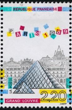 Timbre Louvre pyramide