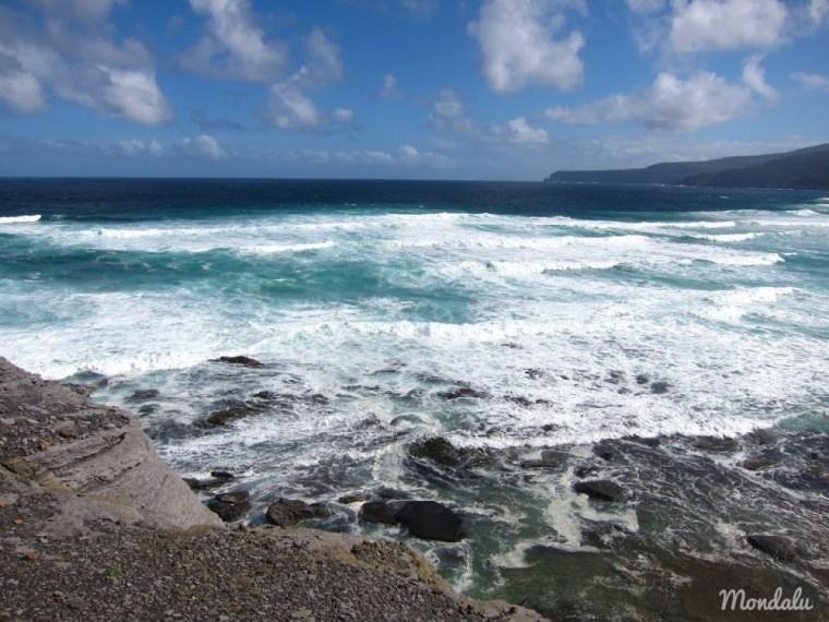 Vue sur l'océan de South Cape Bay en Tasmanie