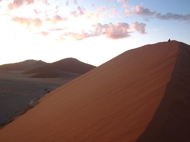 Photo de la Dune 45 de Sossusvlei au lever du soleil