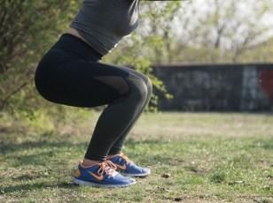 Une flexion de jambe, les genoux sont pliés à 90 degrés.