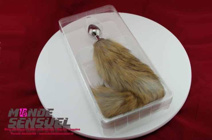 rosebud fox tail