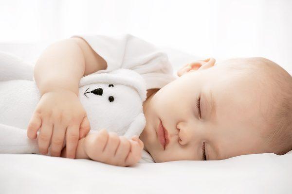طرق النوم عند الأطفال