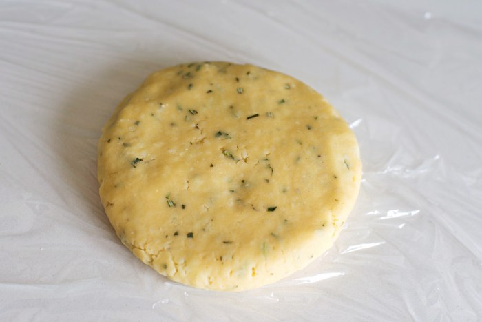 Parmesan-Rosemary-Crackers-2