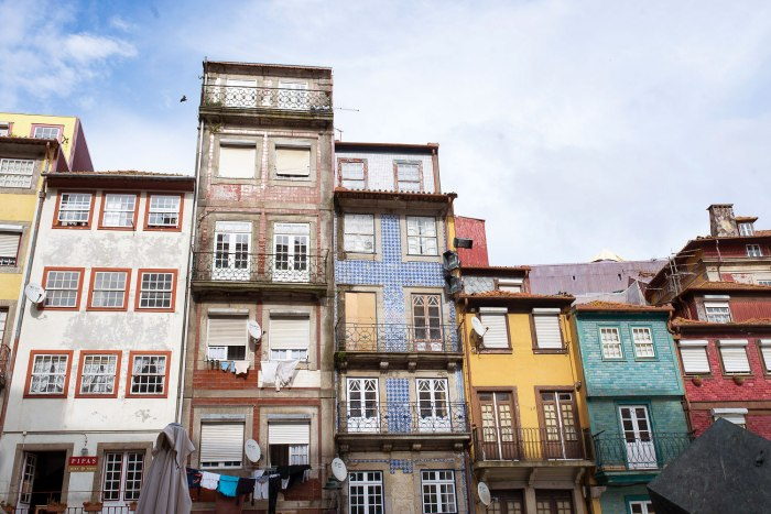 buildings-ribeira-porto-portugal