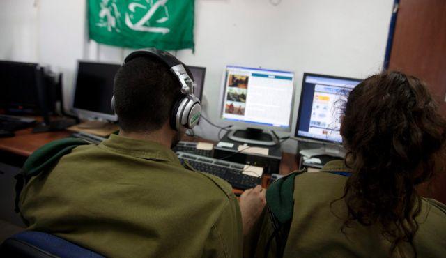 Soldiers of Unit 8200. (Photo: Moti Milrod/Haaretz)