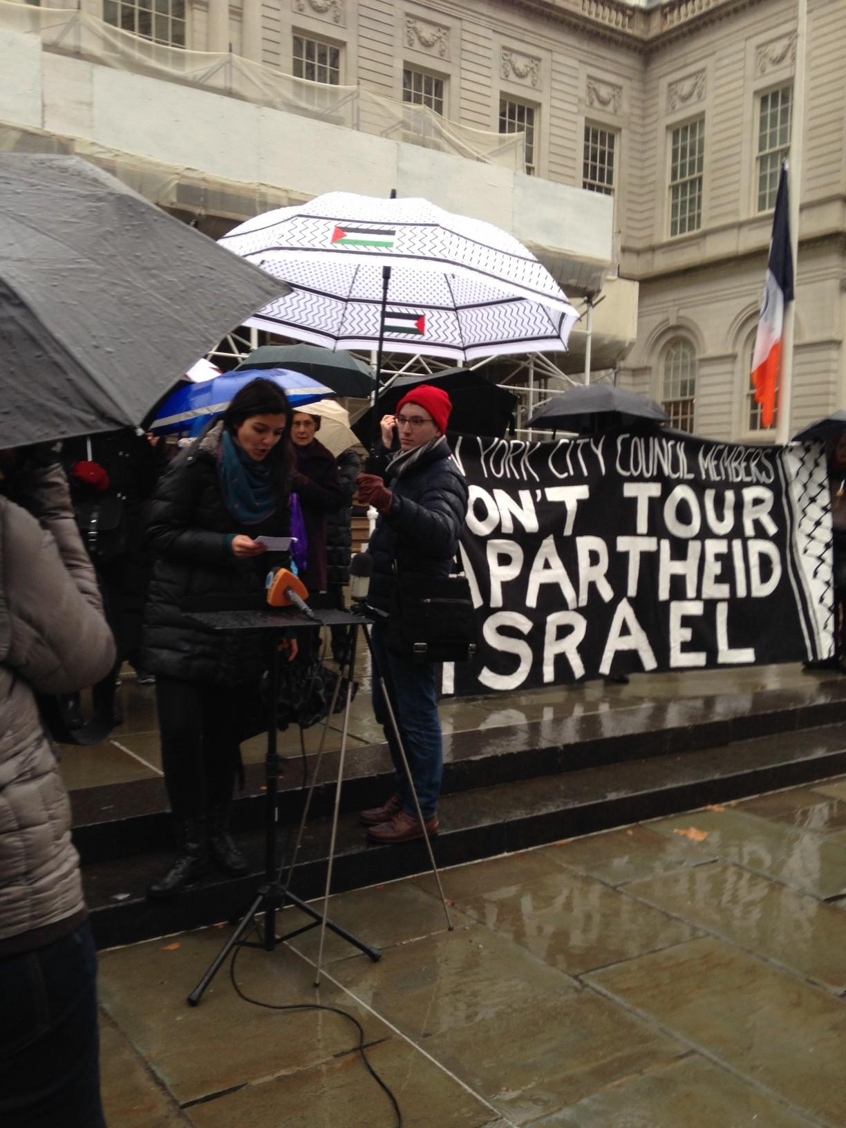 Fatin Jarara of Al-Awda New York, the Palestine Right to Return Coalition, speaks at the rally. (Photo: Eamon Murphy)