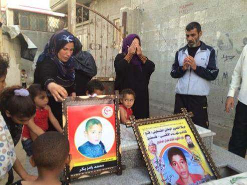 Dan Cohen image of Bakr family mourning boys killed on beach
