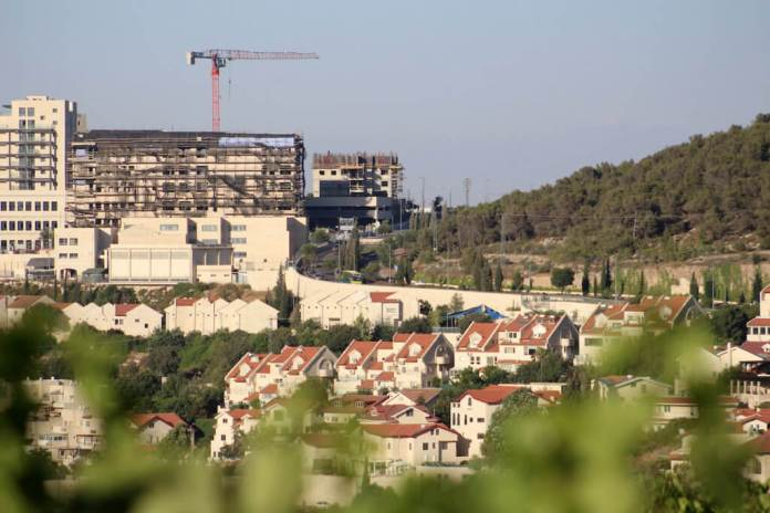 The Israeli settlement of Efrat within the Gush Etzion settlement bloc between the Palestinian cities of Hebron and Bethlehem in the West Bank on June 30, 2020. (Photo: Mosab Shawer/APA Images)